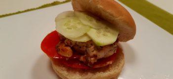 Panino con hamburger di salmone